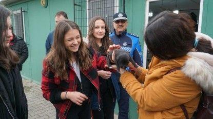 Öğrenciler barınakta can dostlarıyla buluştu