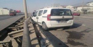 Otomobil tır ile çarpıştı: 2 yaralı