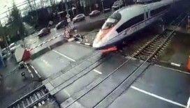Rusya'da hızlı tren yayaya çarptı