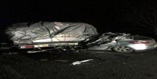 Çanakkale'de tıra çarpan otomobil sürücüsü hayatını kaybetti