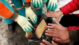 Temizlik işçilerinin soğukla mücadelesi