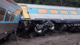 Avustralya'da tren raydan çıktı