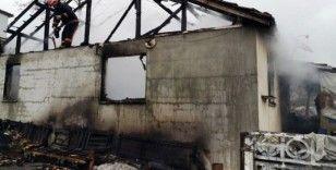 Sakarya'da evde çıkan yangında yaşlı çift yaralandı