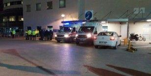 Trafik kontrolü yapan polise otomobil çarptı
