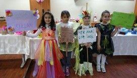 Öğrenciler 'atık malzemelerden' kıyafet üretip defileye çıktı