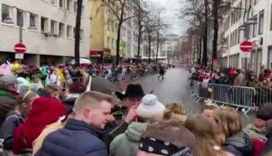 Almanya'daki karnavalda Hanau saldırısı unutulmadı
