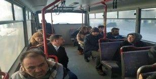 Sabah işe halk otobüsü ile gelen Başkan Arı, esnaf ziyaretlerinde bulundu