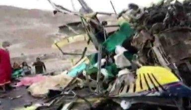 İki otobüsün çarpışması sonucu en az 12 kişi hayatını kaybetti
