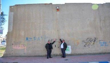 'Berlin Duvarı bile yıkıldı, bizim duvar hala yıkılmadı'