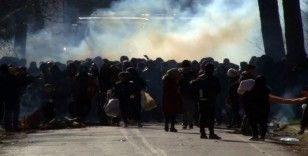 Yunanistan'dan mültecilere gaz bombasıyla müdahale