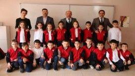 İlkokulda İstiklal marşını ezbere okuma etkinliği