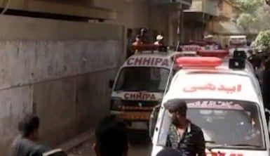 Pakistan'da bina çöktü, 18 ölü