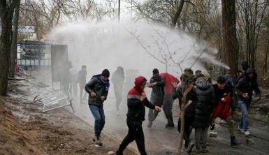 Yunanistan'ın göçmenlere yönelik sert müdahalesi sürüyor