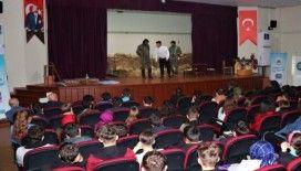 Adapazarı Belediyesi Çanakkale Zaferi'ni anlatan tiyatro oyununu öğrencilerle buluşturdu