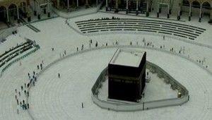 Kabe'de Cuma namazı tavaf alanının dışında kılındı