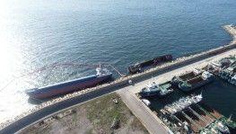 Tuzla'da kaza sonucu yan yatan gemi havadan görüntülendi