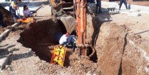 Kazdığı inşaat çukuruna düşen işçiyi itfaiye ekipleri kurtardı