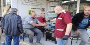 Kahveciler müşterilerine kolonya ikram ediyor