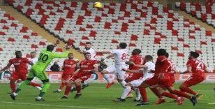 Süper Lig: Antalyaspor: 0 - Sivasspor: 0 (İlk yarı)