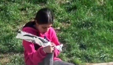 Çiçek satan kız çocuğuna sürpriz bisiklet hediyesi