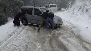 Kazdağları'nda kar yağışı mahsur bıraktı