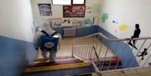 Altınova'da okullar ilaçlandı