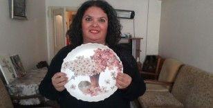 Eskişehirli sanatçının atık kâğıtlardan, deriden, tuval bezinden 'Rölyef' çalışması