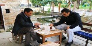 Adana'da kıraathaneci ve vatandaşlar yasağa uymadı