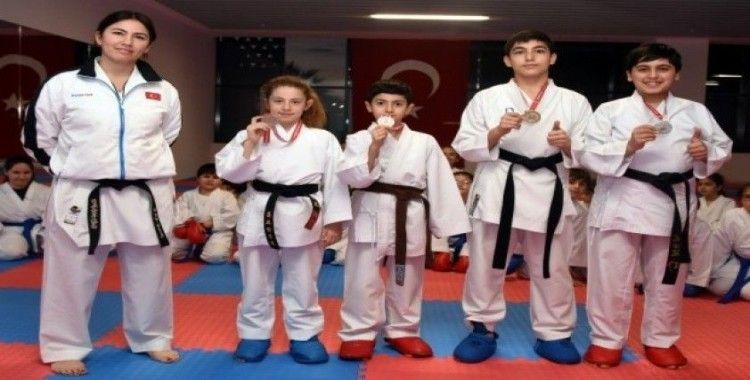 Aliağalı genç karatecilerden büyük başarı