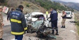 Otomobil karşı şeritteki kamyonla çarpıştı: 1 ölü