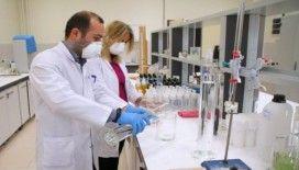 Üniversitede kendi ürettiği dezenfektanları kullanıyor