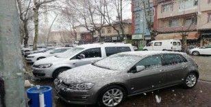 Gölbaşı ilçesinde lapa lapa kar yağıyor