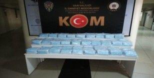 Van'da 6 bin 900 adet kaçak maske ele geçirildi
