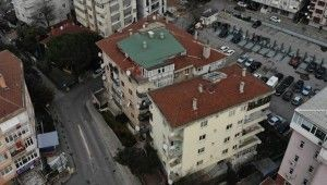 Pendik'te balkonları çöken bina havadan görüntülendi