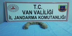 Başkale'de bir şahsın beline sarılı vaziyette 1.5 kilo eroin ele geçirildi