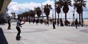 İsrail'de halk sokağa çıkma yasağına uymuyor