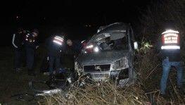 Samsun'da ticari araç ağaca çarptı