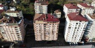 Rize'de tahliye edilen 10 katlı bina havadan görüntülendi