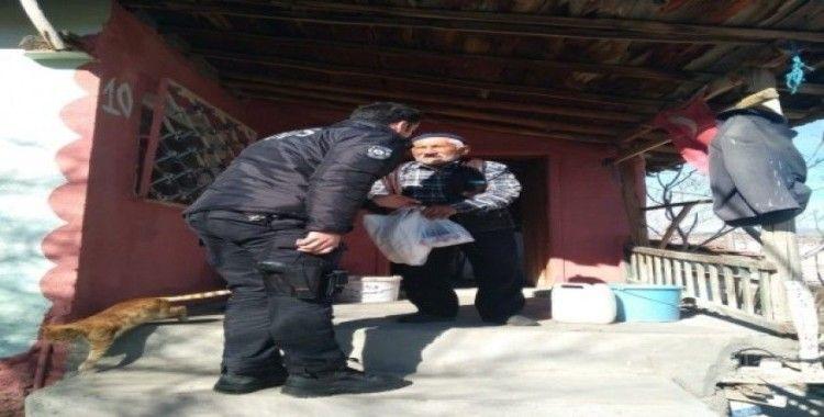 Yaşlıların ihtiyaçlarını polis karşılıyor
