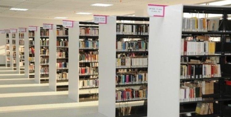ADÜ Kütüphanesi öğrencilerle evlerinde de birlikte