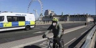 İngiltere, Kovid-19 kurbanlarının cenazelerini yakma planından vazgeçti