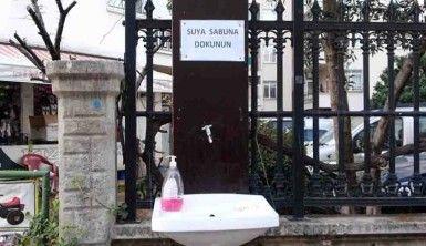 'Suya sabuna dokunun' dedi, sokağa hortumlu lavabo koydu
