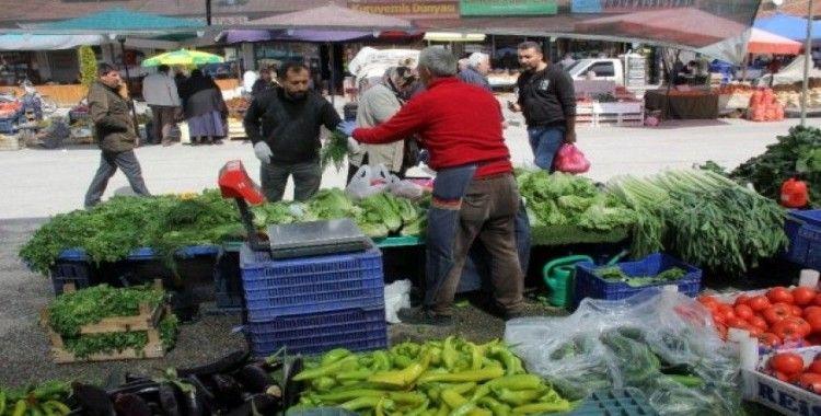 Korona pazarda sebze, meyve fiyatlarını düşürdü patates ve sarımsak zamlandı