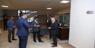 Vali Çakacak Vefa Sosyal Destek İletişim Merkezini ziyaret etti