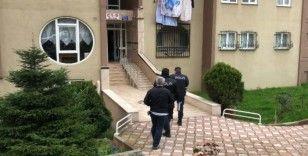 Tansiyon hastası kadını, çocukları evin balkonunda ölü buldu