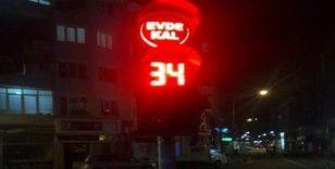 Trafik ışıklarıyla 'evde kal' uyarısı