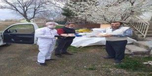 Banaz'da sokağa çıkma kısıtlaması olan vatandaşlara yemek desteği