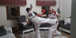 Ispartalı karateciler antrenmaları eve sığdırdı