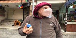 (Özel) Kadıköy'de esnaf korona virüse karşı pet şişeden maske yaptı