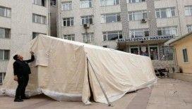 Salihli'de hastane önlerine triaj çadırı kuruldu